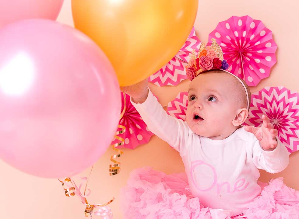 Cake smash 1st Birthday Photos - balloons and baby girl